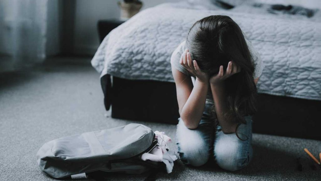 how to help your child with anxiety and what the signs of an anxious child is